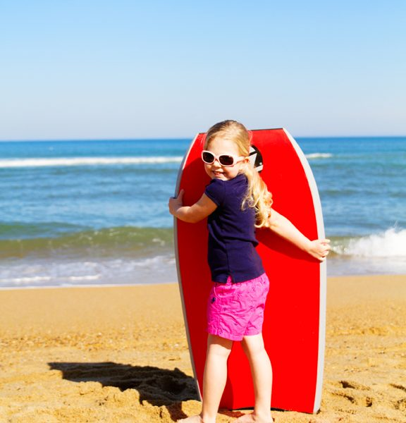 Sydney-standing-with-boogie-board-722